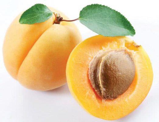 Mơ rất giàu vitamin C, vitamin A, chất xơ và kali, nguy hiểm với người bị thận yếu